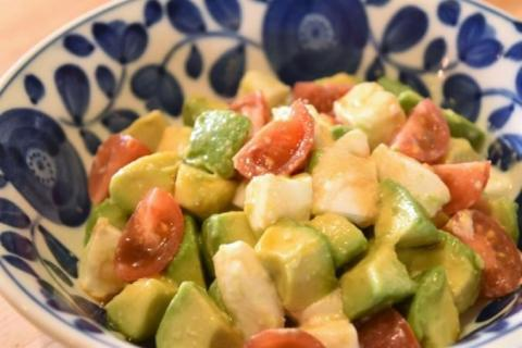 モッツァレラとアボカドとミニトマトのフレッシュ和風サラダ(野菜ソムリエプロ安西理栄)